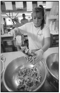 An employee at Woodman's restaurant in Essex, Massachusetts, scoops fried clams into a box. Woodman's is believed to be the first place to serve fried clams. People in the Northeast enjoy clams in many forms—steamed, fried, and in chowders. AP Photo/Josh Reynolds
